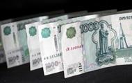 Рубль вновь упал на фоне снижения рейтинга России