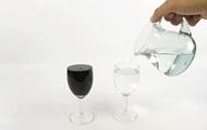 """""""Превращение"""" воды в вино стало хитом YouTube"""