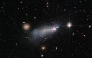 Hubble прислал снимок экстремально горячей галактики с редкими звездами