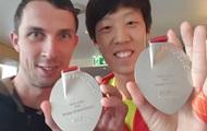 Бондаренко и Чжан обменялись своими медалями