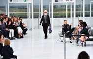 В Париже состоялся показ Chanel в стиле аэропорта