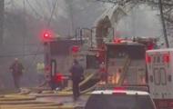 В США легкомоторный самолет врезался в здание: погибли два человека