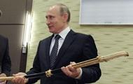 Путін з конем і мечем: фото дня