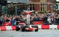 Пілот Формули-1 влаштував автошоу на вулицях Манчестера
