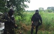 Рецидивісти у формі поліції грабували копачів бурштину