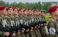 Zem Киевом veica ģenerālmēģinājumu militārā parāde