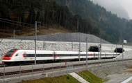 In Switzerland launched a train according to the world's longest tunnel