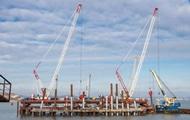Мост в Крым: строители установили половину свай