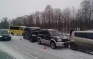 Дев ять українців загинули на дорогах через негоду
