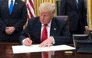 Президент США Дональд Трамп подписал первый указ
