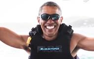 Obama reitet auf einem Jet-Ski auf Hawaii
