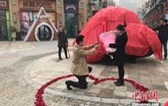 Den Kinesiske gav bruden en lejlighed i stedet for en kæmpe sten