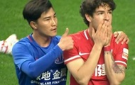 У Китаї дискваліфікували гравця, який показав великий палець Пато
