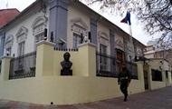 In der Ukraine verstärkt den Schutz der diplomatischen Vertretungen