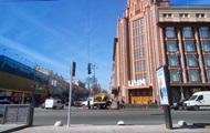 В Киеве на Крещатике устанавливают первые светофоры для пешеходов