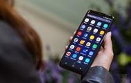 L'assistant virtuel Galaxy S8 comprend seulement deux langues