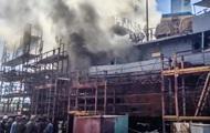 В Николаеве горит судно ВМС Украины