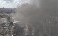 На Хрещатику горить будівля біля ЦУМу