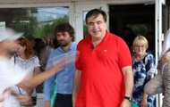 Саакашвілі вимагає від Порошенка 50 євро за зіпсовану футболку