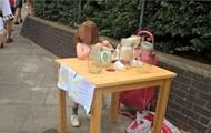 У Лондоні за торгівлю лимонадом оштрафували п'ятирічну дівчинку