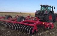 На Харьковщине в поле под трактором погиб турист из Германии