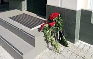 В Киеве под посольство Испании принесли совсем мало цветов – СМИ