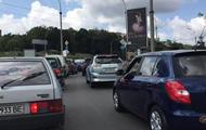 У Києві біля моста Патона заблоковано рух