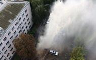 У Києві прорвало трубу: фонтан у кілька поверхів