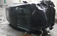 В Киеве авто с водителем и ребенком упало с моста