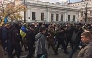 В потасовках под Радой пострадали три человека: один полицейский и три активиста