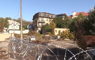 Земельный участок в цетре Киева, принадлежащий Порошенко, обнесли колючей проволокой (Фото)