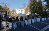 МВД требует, чтобы митингующие вернули отобранные щиты