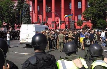 Полиция задержала шесть противников марша ЛГБТ