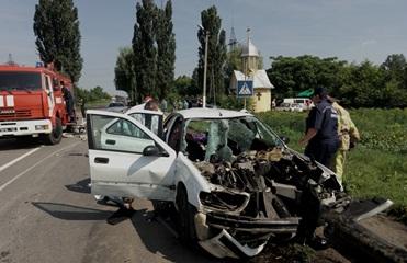 Под Черновцами авто влетело в отбойник: три жертвы