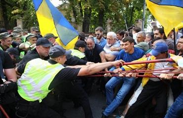 Под АП подрались сторонники Саакашвили