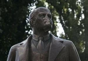 ВО Свобода: Студента исключили из КПИ за разрушение памятника Ленину в Киеве