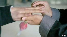 Шотландия признает однополые союзы браком раньше Англии