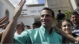 Оппозиция Венесуэлы выбирает соперника Чавеса на выборах