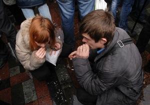 Азаров: Лучше бы деньги на оплату митингов передали в детские дома