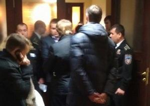 Представители Свободы и общественные активисты прорвались в мэрию Киева, началась драка