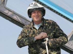 Ющенко полетал на тренажере истребителя МиГ-29