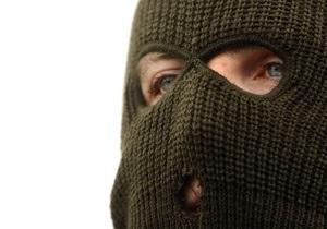 новости Луганской области - ограбление - В Луганской области двое мужчин с топором и пистолетом ограбили АЗС
