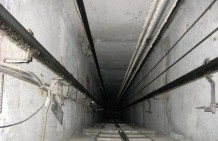 В Киеве младенец упал в шахту лифта