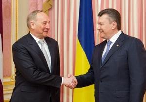 В формате тет-а-тет. Янукович встречается с президентом Латвии