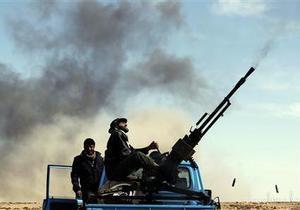 Столкновения армии Каддафи и повстанцев начались вблизи границы Туниса
