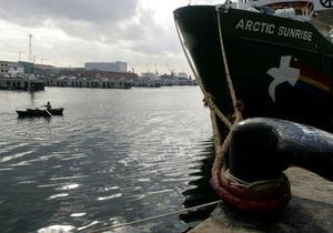 Российские пограничники остановили ледокол Greenpeace