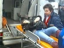 Девушка на иномарке сбила троих человек на трамвайной остановке