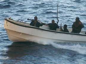 Сомалийские пираты захватили судно, перевозившее оружие