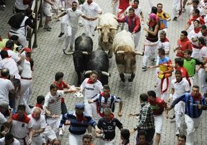 В Испании завершился традиционный забег с быками, 42 человека пострадали