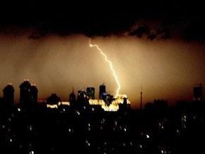 Ураганный ветер повалил в Москве более 800 деревьев. На город надвигается новая буря